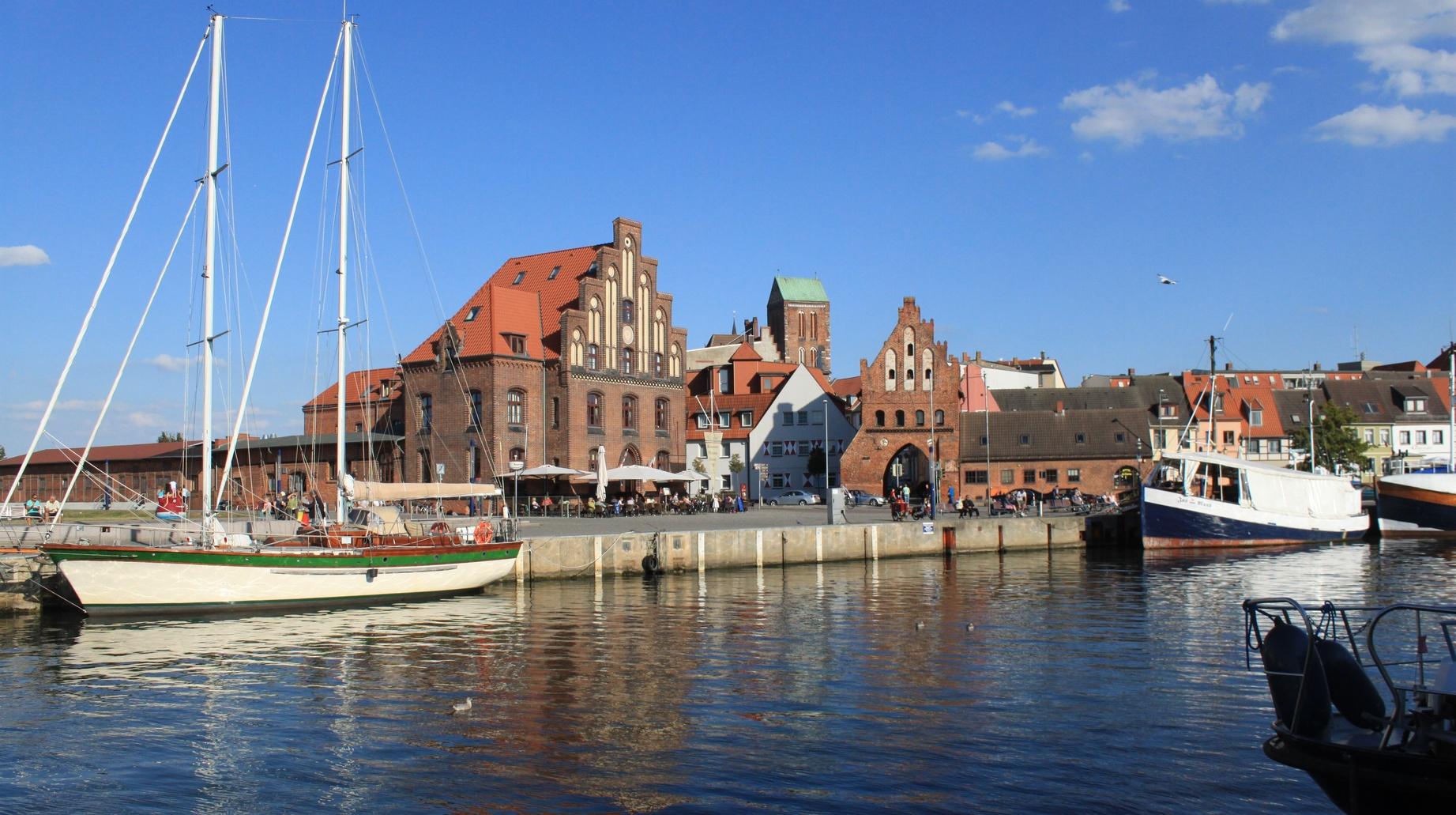 Partie am Alten Hafen in Wismar   Seecamping Flessenow